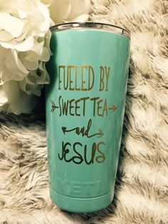 Nikki says!Once your item is added to the cart you will be asked to complete the customization form. Decals For Yeti Cups, Yeti Decals, Vinyl Tumblers, Custom Tumblers, Tumblr Cup, Cute Cups, Tumbler Designs, Glitter Cups, Cup Design