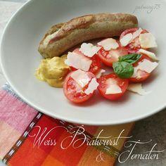 Weiss Bratwurst und Tomaten