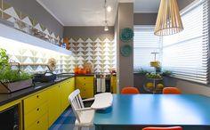 Casinha colorida: Uma cozinha retrô por Maurício Arruda