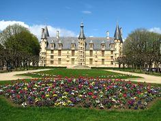 Le Palais Ducal de #Nevers dont la construction a été entreprit en 1464 par Jean de Clamecy, fils de Philippe de #Bourgogne !