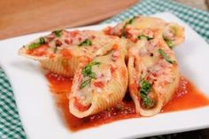 You will love this spinach and three cheese stuffed pasta shells recipe. It is a vegetarian pasta recipe that even meat eaters love. Stuffed Shells Recipe, Stuffed Pasta Shells, Side Dishes Easy, Side Dish Recipes, Italian Vinaigrette Recipe, Paella, Pasta Dishes, Food Dishes, Salsa Bechamel Recetas