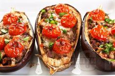 Печени патладжани с кайма, моцарела и чери домати на фурна