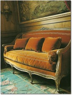 Decorating With The French Cabriole/Cabriolet Sofa - decoration,wood,wood working,furniture,decorating Velvet Furniture, French Furniture, Antique Furniture, Antique Couch, Modern Furniture, Grey Velvet Sofa, Victorian Sofa, French Sofa, Couch Design