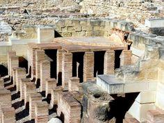 """Vista del caldarium de las """"Termas Romanas de la Muralla"""". S. I d.C. Ciudad romana de Lucentum (Barrio de """"La Albufereta"""", Alicante)."""