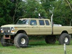 I honestly appreciate this paint color for this lifted ford Big Ford Trucks, 1979 Ford Truck, Classic Ford Trucks, Old Pickup Trucks, 4x4 Trucks, Diesel Trucks, Cool Trucks, Custom Trucks, Ford 4x4