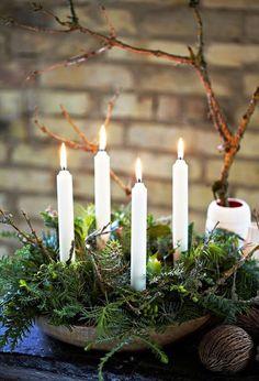 of course beautifully decorated - Advent wreath - weihnachtsideen - Weihnachten Woodland Christmas, Natural Christmas, Scandinavian Christmas, Modern Christmas, Natal Natural, Navidad Natural, Christmas Tablescapes, Christmas Candles, Christmas Decorations