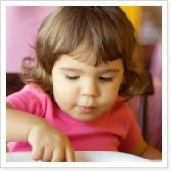 Fuel your kids with healthy foods! Great tips to overcome 5 challenges of eating out with kids.