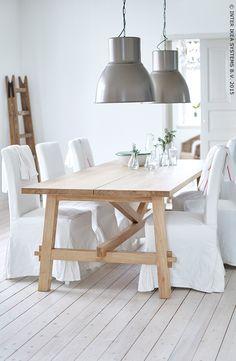 MÖCKELBY tafel | Deze pin repinnen wij om jullie te inspireren! #IKEArepint #eettafel #eetkamer #hout #wit #landelijk #landelijk wonen