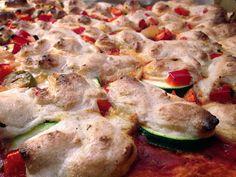 Pizza Vegana mit selbstgemachtem Käse - Vegane Naschkatzen