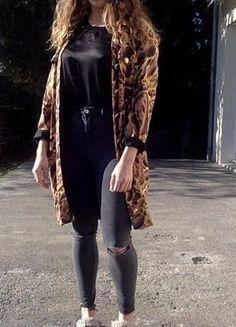 À vendre sur #vintedfrance ! http://www.vinted.fr/mode-femmes/autres-manteaux-and-vestes/23043932-veste-versace-motif-a-motif