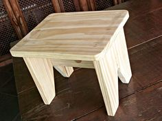 Small Woodworking Projects, Wooden Projects, Furniture Projects, Wood Crafts, Diy Furniture, Furniture Design, Diy Stool, Stool Chair, 3d Floor Painting