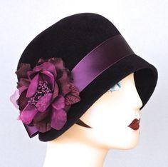 Aubergine Purple Felt Cloche Hat, Women's Winter Cloche, Small Brim Hat,Felt Cloche Hat, Winter Cloche … Style Année 20, 1920s Style, Vintage Style, Winter Hats For Women, Women Hats, Ladies Hats, Fancy Hats, Kentucky Derby Hats, Fuchsia