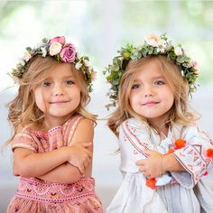 got to be one of my favorite photos of them! Cute Baby Twins, Twin Baby Girls, Cute Little Baby, Tatum And Oakley, Outdoor Fotografie, Fisher, Cute Baby Wallpaper, Foto Baby, Cute Young Girl