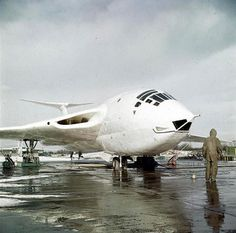 A Handley Page HP.80 Victor B.1aircraft is prepared for flying. This is probably at 232 Operational Conversion Unit, RAF Gaydon in late 1957 or early 1958. | by DesertBlooms