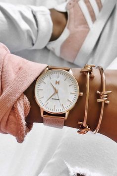 Buying The Right Type Of Mens Watches - Best Fashion Tips Big Watches, Sport Watches, Cool Watches, Watches For Men, Elegant Watches, Beautiful Watches, Automatic Watch, Cool Style, How To Look Better