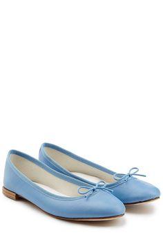 #Repetto #Lederballerinas #Cendrillon #> #Blau für #Damen - Audrey Hepburn hätte sie geliebt: die charmanten Lederballerinas von Repetto in Himmelblau  >  Leder in Himmelblau, runde Zehenkappe, Schleife  >  Innen >  und Laufsohle aus Leder  >  Stylen wir mit Skinny > Jeans und einem gestreiften Longsleeve