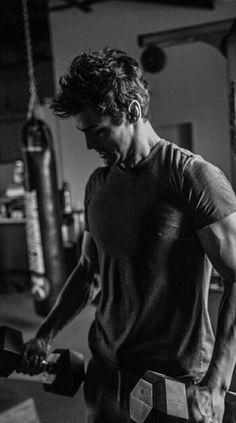 Matthew Daddario as Alec Lightwood Matthew Daddario, Alec And Jace, Clary E Jace, Shadowhunters Series, Shadowhunters The Mortal Instruments, Alec Lightwood, Vampires, Camila Morrone, Dominic Sherwood