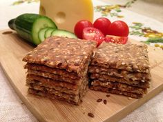 svéd ropogós kenyér, recept fázisfotókkal, kenyér teljes kiőrlésű lisztből, magokkal, sokáig eláll, Kocsis Hajnalka receptje Bread Recipes, Vegan Recipes, Snack Recipes, Cooking Recipes, Snacks, Gm Diet Soup, Hungarian Recipes, Low Carb Diet, Pain