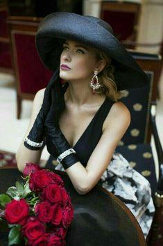 Women's Summer Fashion, Look Fashion, Fashion Tv, Mode Outfits, Fashion Outfits, Estilo Glamour, Beanie Hats For Women, Womens Beanie, Fancy Hats