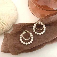 Charm Jewelry Korean Rhinestone Pearl Circles Earrings For Women 2020 New Jewelry Elegant Earring | Touchy Style Small Gold Hoop Earrings, Simple Earrings, Simple Jewelry, Beaded Earrings, Statement Earrings, Women's Earrings, Earrings Handmade, Pinterest Jewelry, Charm Jewelry