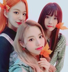 Criss Hallyu: ( : Selfies Part 142 Kpop Girl Groups, Korean Girl Groups, Kpop Girls, Sweet Girls, Cute Girls, Cool Girl, Cute Friends, Soyeon, Cute Korean