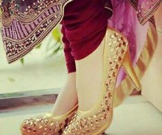 What To Look For In A New Pair Of Shoes. Or, is shopping for mens shoes something you try to stay away from? Fancy Shoes, Pretty Shoes, Fashion Shoes, Fashion Accessories, Women's Fashion, Latex Fashion, Fashion Vintage, Gothic Fashion, Indian Fashion