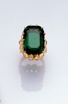 The emerald engagement ring that belonged to The Duchess of Windsor. Image: Sotheby's Picture Library.