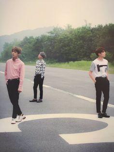 V, Suga e Jungkook para BTS - Álbum Japonês