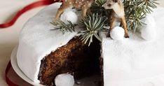 Klassinen englantilainen hedelmäkakku vain paranee vanhetessaan. Voit antaa kakun mehevöityä tiiviiseen pakettiin käärittynä jopa 1–2 viikkoa.