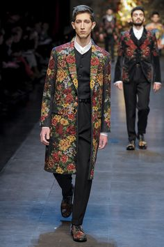 Dolce & Gabbana Fall 2013 Menswear Fashion Show Collection: See the complete Dolce & Gabbana Fall 2013 Menswear collection. Look 81 Mens Fashion Week, Boy Fashion, Runway Fashion, Fashion Show, Fashion Outfits, Fashion Design, Men's Outfits, Fashion Styles, Bohemian Style Men