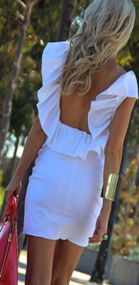Espalda descubierta y color blanco, un look puro para el fin de semana.