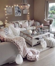 Great Decorating ideas for Living Room Cozy home decor, living room decoration ideas, modern interior design, modern home decor Simple Living Room, Cozy Living Rooms, Home Living Room, Living Room Decor, Romantic Living Room, Decor Room, Cosy Grey Living Room, Tv Decor, Bohemian Living