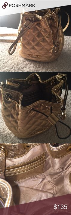 MICHAEL KORS Jules Quilted Leather Gold Bag Super pretty MICHAEL KORS Jules Drawstring Quilted Leather Gold Cross Body Bag. Never used. ❤️Super cute. In perfect condition.  Outfitted with an adjustable strap and drawstring closure, this cool, carefree shape lends itself to all of your casual closet staples. especially love it opposite retro-inspired pieces, like denim culottes or a midi skirt. Michael Kors Bags Crossbody Bags
