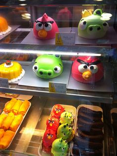 Angry Birds cakes by adactio, via Flickr