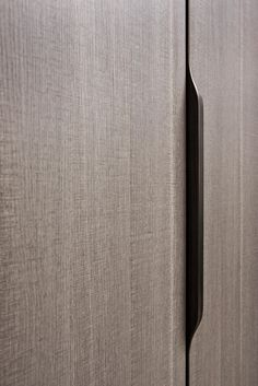 The wardrobe continues to evolve; Flou is happy to present a new version with a thermo-structured scratch-proof surface with a delightful textured finish. The elegance of the finish is… Wardrobe Door Handles, Wardrobe Doors, Cabinet Door Handles, Cupboard Doors, Door Knobs, Casa Santa Rita, Dressing Design, Detail Architecture, Joinery Details