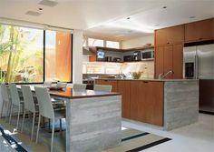 estilo minimalista cozinha com balcão e sala de jantar com mesa e cadeiras branca - Pesquisa Google