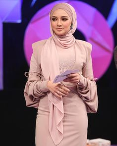 "37.7 tisuća oznaka ""sviđa mi se"", 214 komentara – Noor Neelofa Mohd Noor (@neelofa) na Instagramu: ""Soft, nude make-up look to complement my outfit! Thank you @boscoooooooooooooo for working your…"""