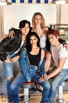 'Riverdale': Kicking Back with the CW's Hottest New Stars Cole Sprouse (Jughead Jones), Camila Mendes (Veronica Lodge), Lili Reinhart (Betty Cooper), and KJ Apa (Archie Andrews) Memes Riverdale, Riverdale Season 2, Kj Apa Riverdale, Riverdale Poster, Riverdale Netflix, Riverdale Aesthetic, Riverdale Funny, Riverdale Cast, Riverdale Quiz