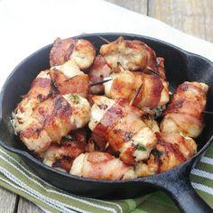 Receita de Filé de Frango Enrolado com Mussarela e Bacon - 7 filés de peito de frango desossado, 100 gr de mussarela, 7 fatias de bacon, 1 colher (sopa) de...