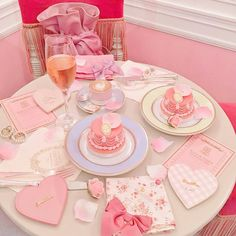 October 03 2019 at Baby Pink Aesthetic, Peach Aesthetic, Princess Aesthetic, Aesthetic Food, Pink Sweets, Pink Desserts, Cute Desserts, Sfs Instagram, Cute Pink
