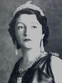 The oak leaf and ram's head tiara, worn by Princess Sania or Senije, King Zog's sister. More infor from Ursula's wonderful site. http://www.royal-magazin.de/albania/albania-royal-jewels-artdeco.htm