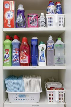 Kitchen Organisation, Linen Closet Organization, Home Organization Hacks, Cleaning Hacks, Cleaning Supplies, Cleaning Business, Cleaning Materials, Clean House, Decoration