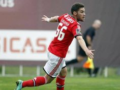 :.: Oliveirense-Benfica B, 1-2: Lolo bisa na vitória forasteira - 2.ª Liga - Jornal Record :.: