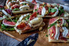 Les bruschettas, sont des tartines de pains garnis de pleins d'ingrédients qui font fureur en Italie!Voici ma recette aux figues,chèvre et jambon de parme!