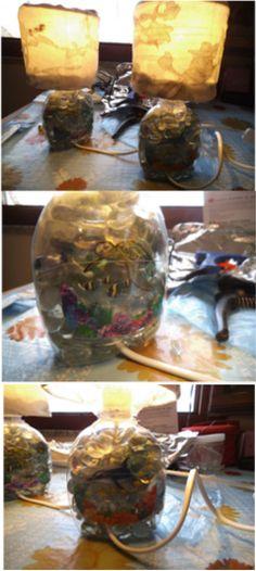 Lampada da tavolo con materiale di riciclo