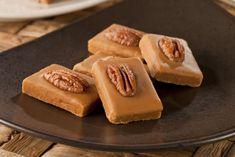 Domáce karamelky s pekanovými orehmi | Recepty.sk Apple Pie, Cake, Food, Ideas, Mudpie, Meals, Thoughts, Yemek, Apple Pie Cake