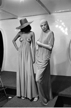 Two fashion models wear long dresses by French fashion designer Pierre Cardin during his 1975 Spring-Summer haute couture fashion show in Paris. Get premium, high resolution news photos at Getty Images Pierre Cardin, Mod Fashion, Fashion Models, Vintage Fashion, Kaftan, French Fashion Designers, Paris Shows, Haute Couture Fashion, Fashion History
