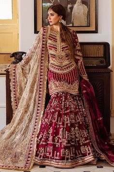 Pakistani Formal Dresses, Shadi Dresses, Pakistani Wedding Outfits, Indian Bridal Outfits, Pakistani Bridal Wear, Pakistani Wedding Dresses, Pakistani Dress Design, Indian Dresses, Pakistani Gharara