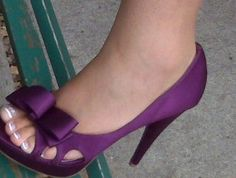 hot purple wedding shoes, oh to be able to wear these pretty shoes again. Pretty Shoes, Beautiful Shoes, Cute Shoes, Me Too Shoes, Awesome Shoes, Lila Heels, Dress And Heels, Purple Wedding Shoes, Bridal Shoes