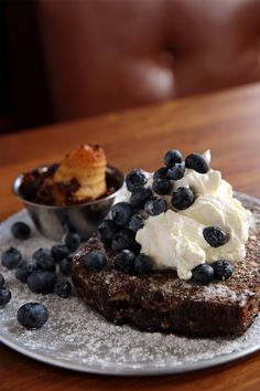 Sometimes you just need your breakfast topped with whipped cream and blueberries. The Breakfast Club, Best Breakfast, Recipe Of The Day, Blueberries, Whipped Cream, Pudding, Restaurant, Meals, Desserts